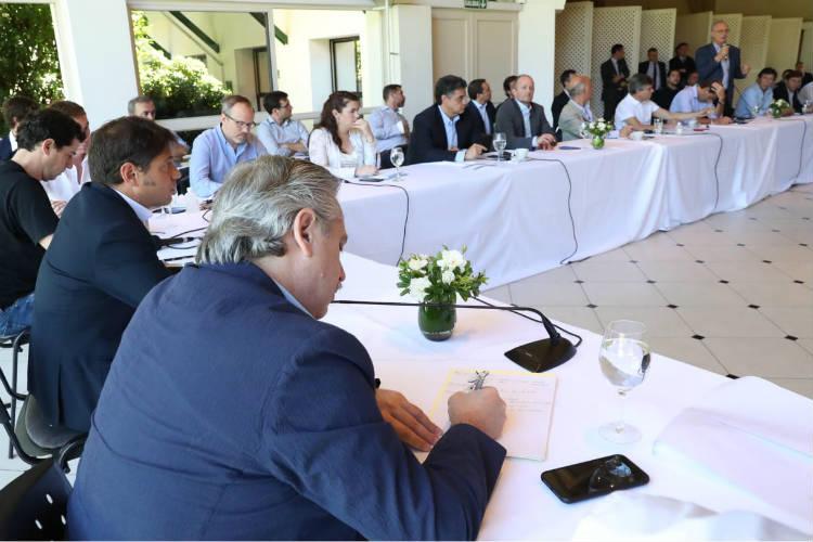 """Intendentes se comprometieron a """"redoblar esfuerzos"""" en el control de precios"""