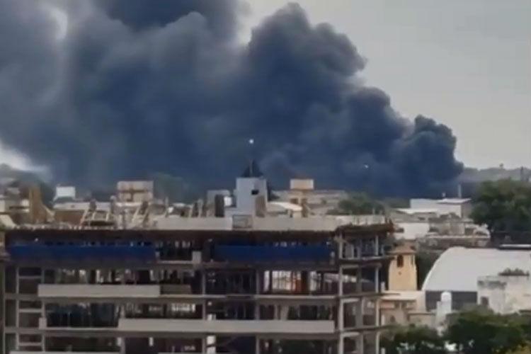 Se incendia una fábrica en Villa Martelli