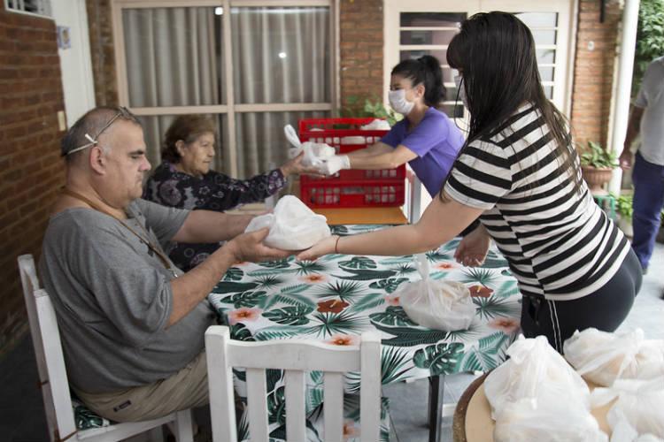 Personal del municipio de San Isidro asiste a adultos mayores en sus domicilios