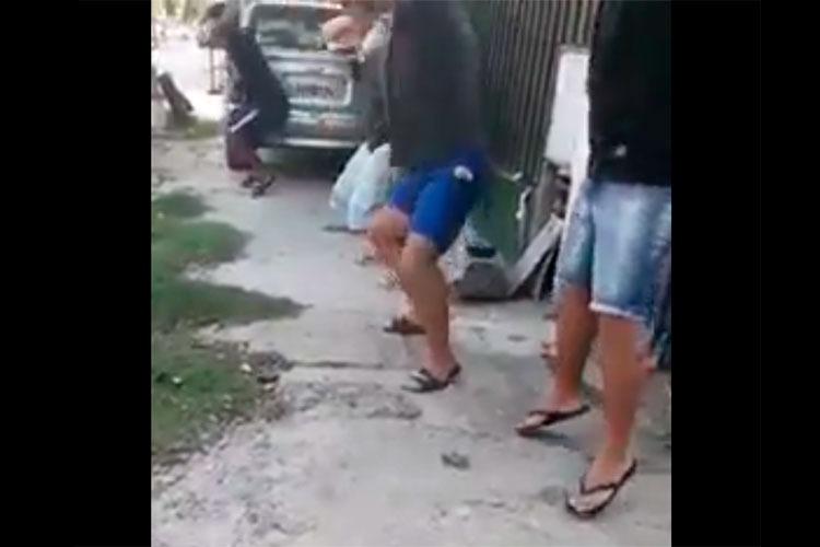 Desafectan a policías que humillaron a un grupo de personas por violar la cuarentena