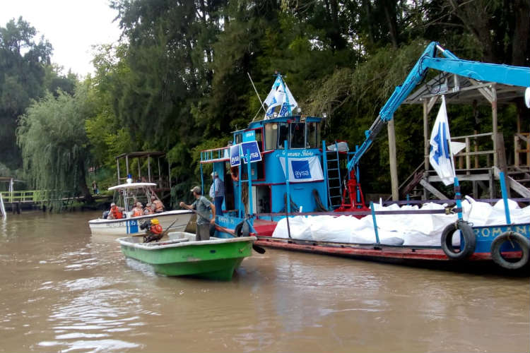 Aysa distribuye agua potable en el Delta frente a la pandemia de COVID-19