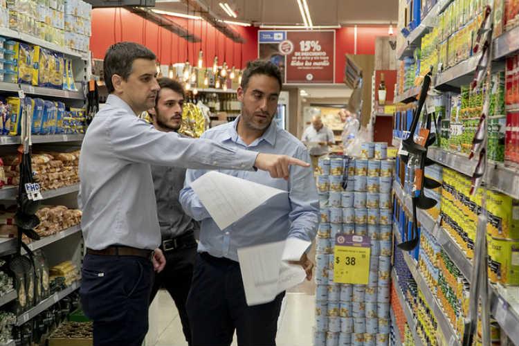 En San Isidro realizan controles para que se cumplan los precios máximos
