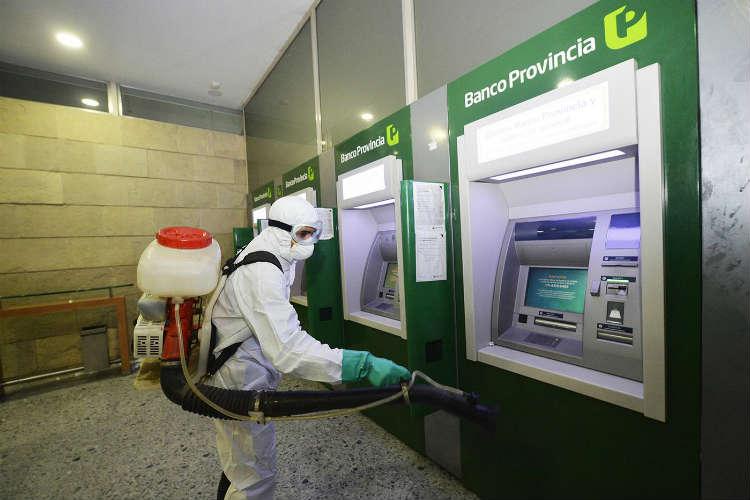 Tigre implementó un operativo de desinfección en zonas céntricas y bancos