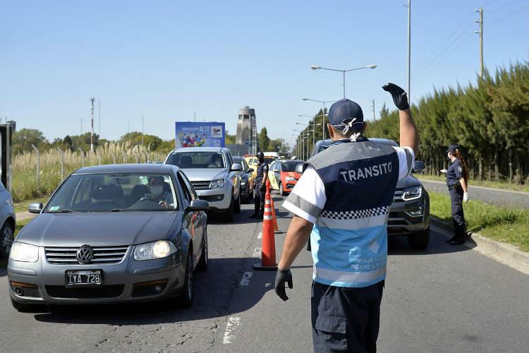 Intentaron mudarse de Tigre a Mar del Plata en plena cuarentena pero fueron rechazados en un retén