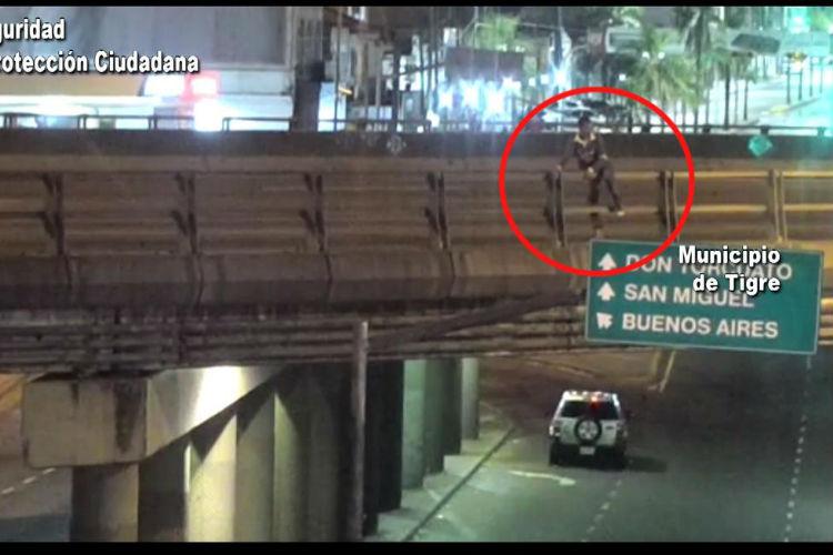 Don Torcuato: Rescatan a un joven que intentó tirarse de un puente