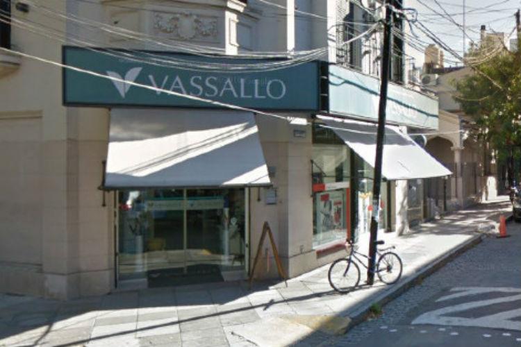 La Farmacia Vassallo anunció el cierre de su sucursal de Olivos por un caso de coronavirus