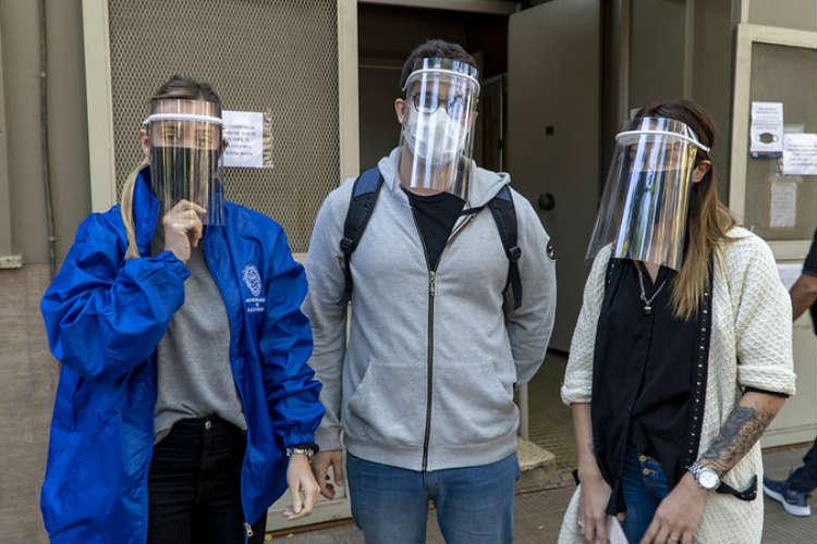 Donan máscaras 3D al personal de salud de San Isidro