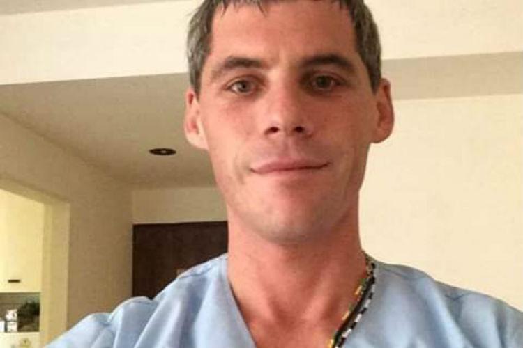 Se trata del Patricio Walmsley, de larga trayectoria en enfermería pediátrica que  hacia pocas semanas se había sumado al SET y que falleció anoche junto al médico Ramiro Bassi al caerse el avión en el que viajaban para prestar un servicio de traslado de una menor.