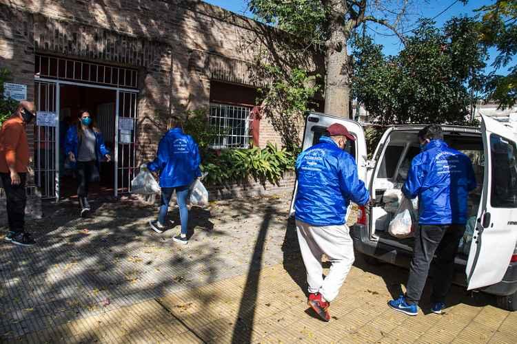 San Isidro arma una red de colaboración con iglesias para asistir a más de 1.400 familias