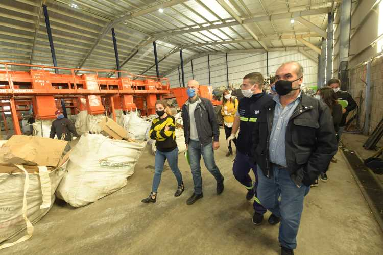 Funcionarios de San Fernando visitaron la planta EcoPunto de Avellaneda y compartieron experiencias