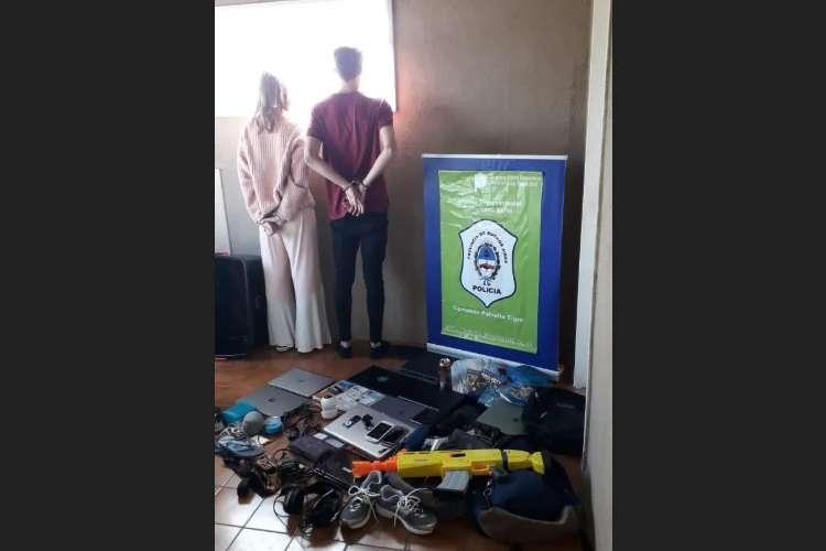 Una pareja adolescente fue detenida en la últimas horas acusados de robar en dos casas del barrio privado Laguna del Sol ubicado en el partido de Tigre