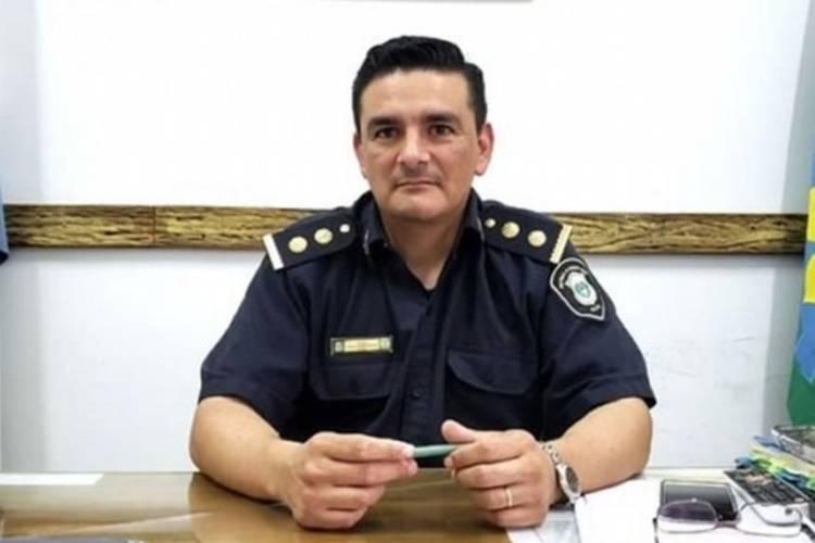 Se trata del comisario Alberto Utrera, titular de la comisaría 1ra de Campana, partido ubicado al noroeste de la provincia de Buenos Aires.