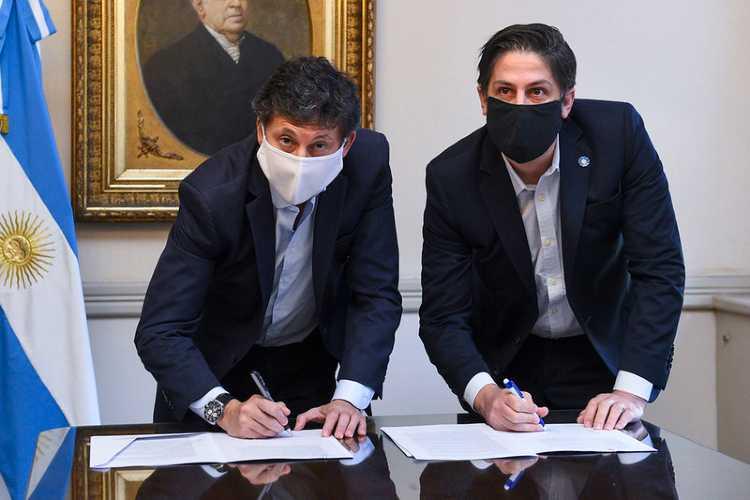 Se destinarán a estudiantes de escuelas públicas. Es producto de un convenio que firmaron esta mañana el ministro Nicolás Trotta y el intendente Gustavo Posse.