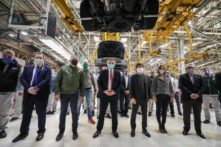 Alberto Fernández visitó la planta de Volkswagen en Tigre, que retomo su producción esta semana