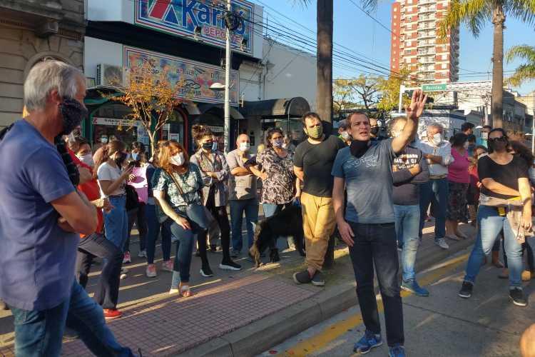 Comerciantes de Tigre reclamaron frente al municipio por la apertura de los locales