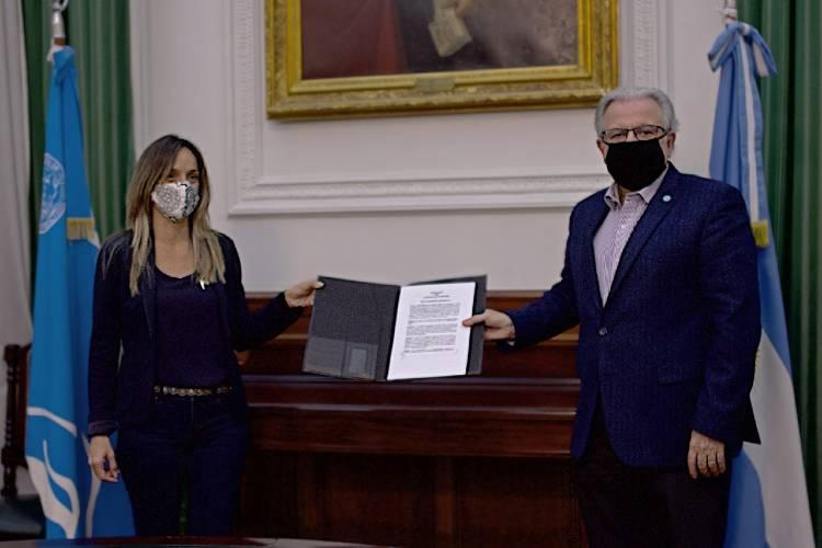 Malena Galmarini firmó convenios con Barbieri, rector de UBA para capacitación, investigación y auditoría
