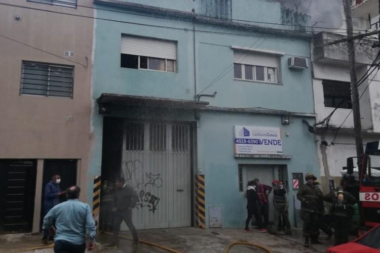 Controlaron un incendio en una fábrica textil de San Martín: Un Bombero Herido