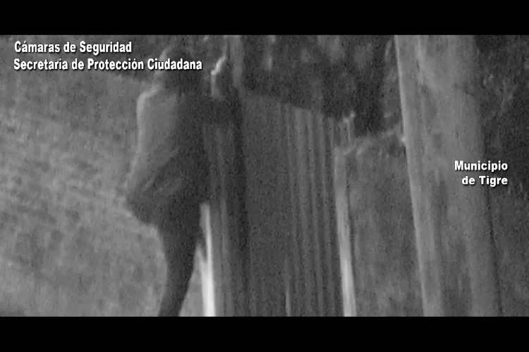 El sistema de monitoreo del Centro de Operaciones Tigre registró al sujeto escapando luego de sustraer el rodado en una vivienda sobre las calles Triunvirato e Ituzaingó. Fue interceptado y puesto a disposición de la justicia.