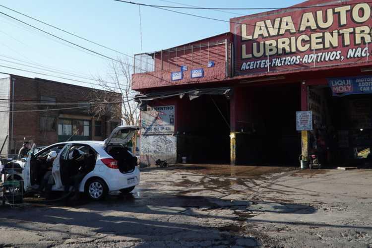 Habilitan lavaderos de autos en San Isidro