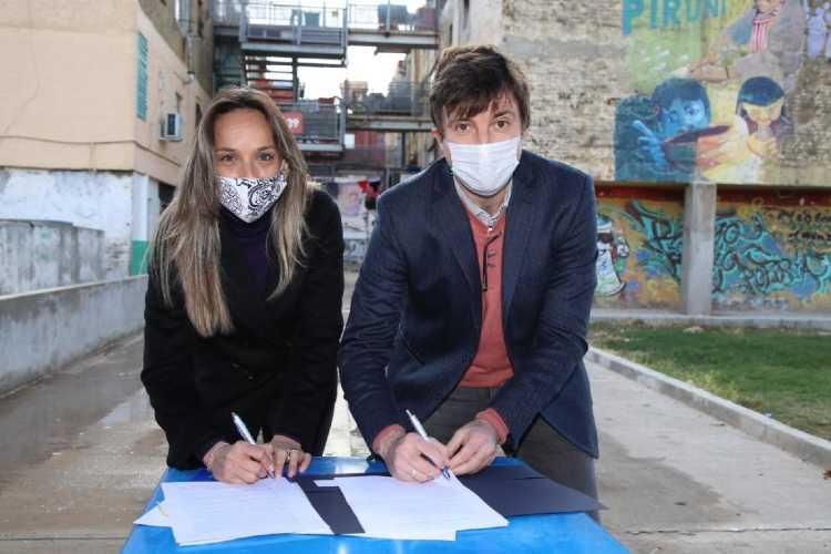 Malena Galmarini firmó convenio con el intendente Lucas Ghi para reactivar obras en Morón