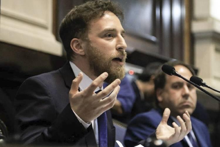 El presidente de la Cámara de Diputados de la Provincia de Buenos Aires, Federico Otermín brindó detalles del proyecto que pretende elevar la alícuota de ingresos brutos a los bancos.