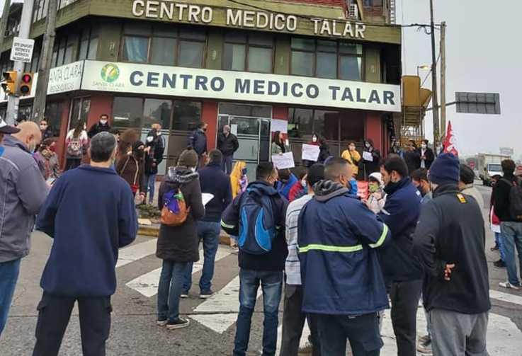 Protesta frente al Centro Médico Talar ante varios casos de Coronavirus en el personal