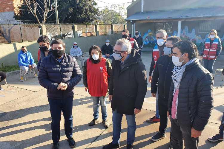 Daniel Arroyo y Julio Zamora recorrieron  el centro de aislamiento de Tigre y el barrio San Jorge