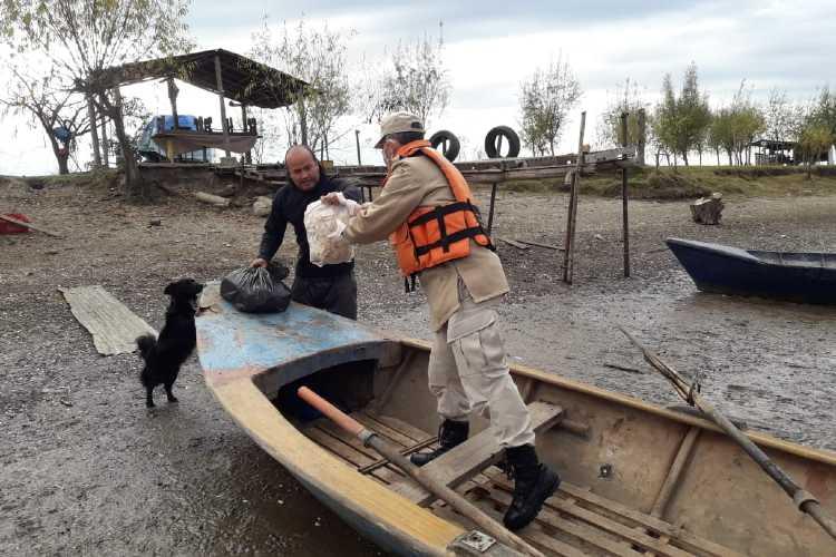 Prefectura asiste a familias en situación de vulnerabilidad de San Fernando Y Tigre