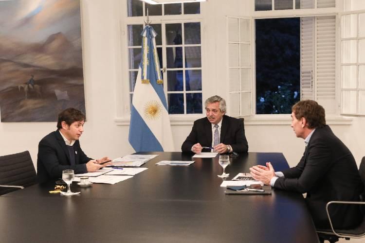 Alberto Fernández reunido con el vicejefe de Gobierno porteño) Diego Santilli y el gobernador de Buenos Aires Axel Kicillof