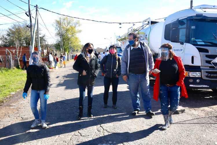 Malena Galmarini llevó adelante un operativo RSE de AySA en el Barrio San Jorge para prevenir el COVID-19