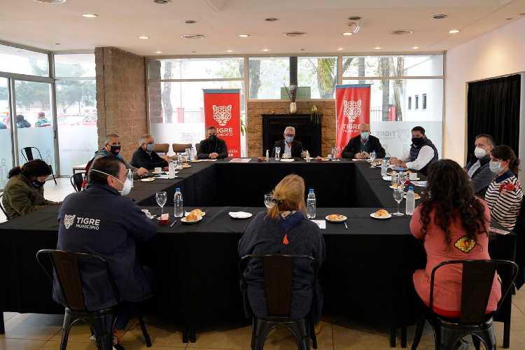 Participaron de la reunión realizada en Tigre el ministro de Salud bonaerense, Daniel Gollan, el ministro de Desarrollo de la Comunidad bonaerense, Andrés Larroque, el intendente local, Julio Zamora, junto a otros funcionarios.