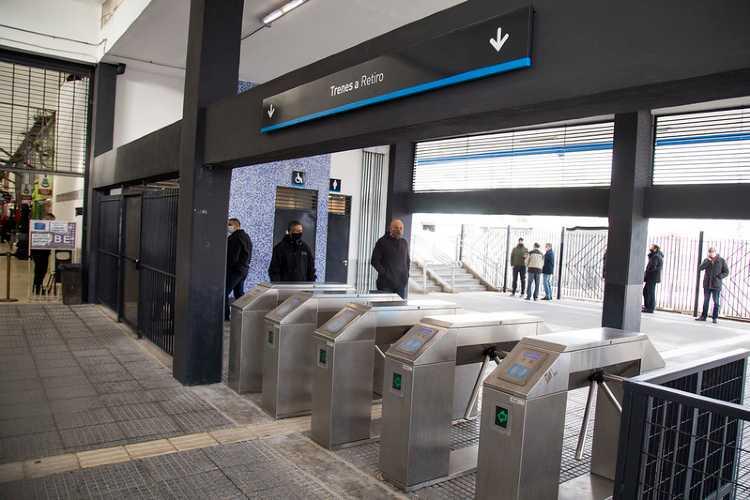 El intendente Gustavo Posse asistió a la apertura del nuevo andén con dirección a Retiro en el marco del plan integral de obras del gobierno nacional para la red metropolitana de trenes. Estación Boulogne  - Belgrano Norte