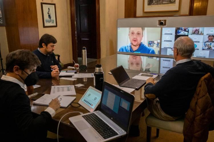 Comité de expertos sanitarios recomendó a Kicillof restringir la movilidad en AMBA