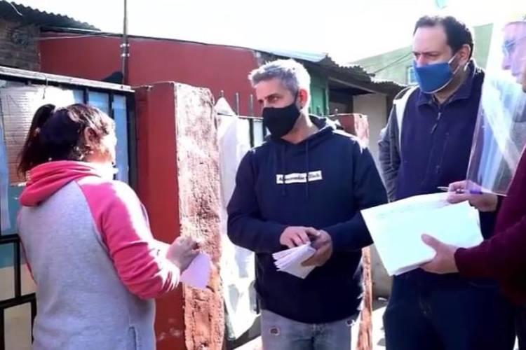 Concejales del FR de Tigre entregaron tarjetas telefónicas a vecinos del Barrio San Jorge