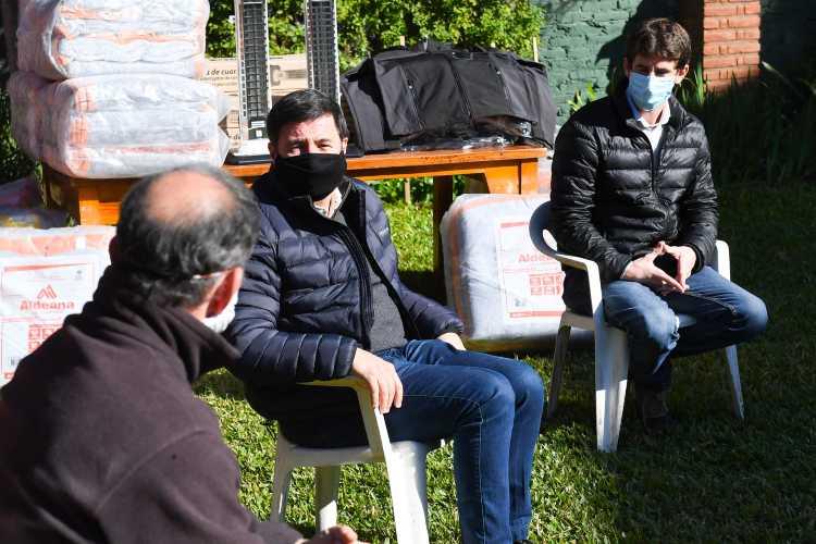 """Andreotti y Arroyo iniciaron el """"Operativo Invierno"""" con la ayuda a una parroquia de San Fernando"""