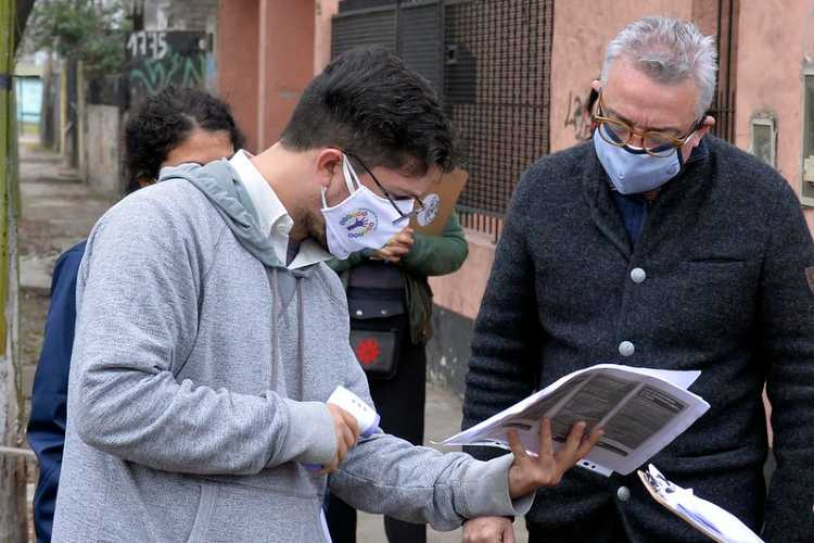 Julio Zamora, durante una recorrida por uno de los operativos, realizado en Carupá.