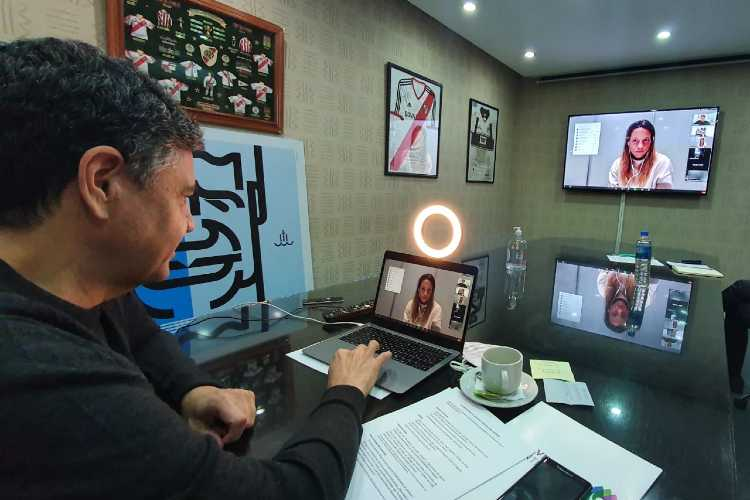 Jorge Macri junto a la leona Delfina Merino en una charla abierta vía zoom