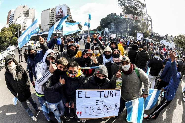 Trabajadores del turf reclaman la apertura de los hipódromos de San Isidro y Palermo