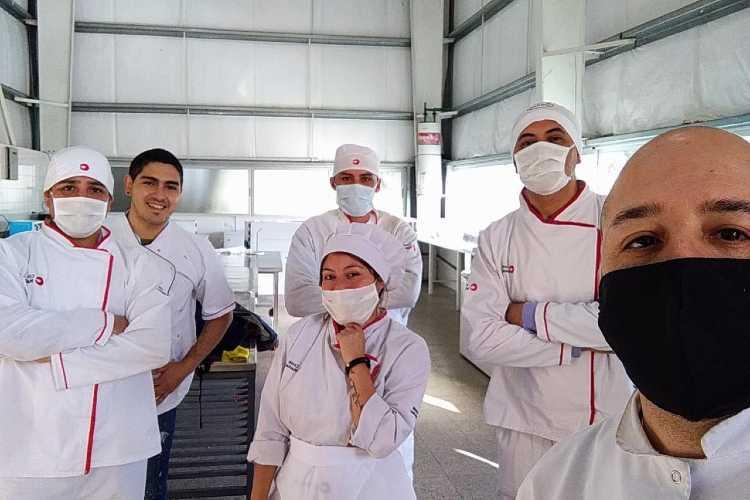 Cook Master es la encargada de proveer el servicio para los enfermos de Covid-19 que están en aislamiento dentro del predio ubicado en Villa Martelli, provincia de Buenos Aires.
