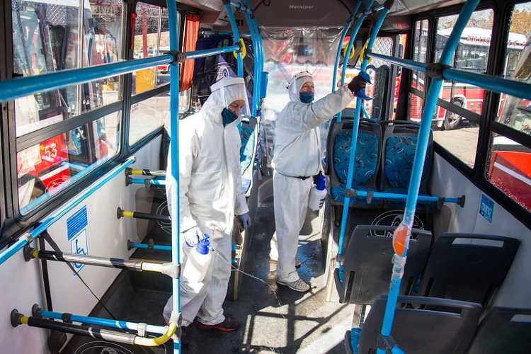 San Isidro: cómo se limpian los colectivos para prevenir la propagación de covid-19