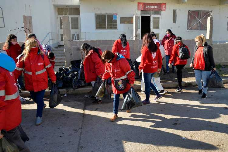 Tigre: Entregaron alimentos a las familias del barrio Almirante Brown