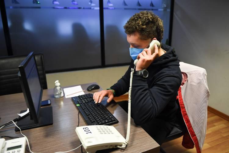 Profesores de deportes de San Fernando asisten y contienen telefónicamente a vecinos con coronavirus