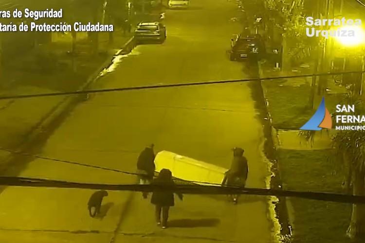 San Fernando: Robaron una heladera y los detectaron por las cámaras