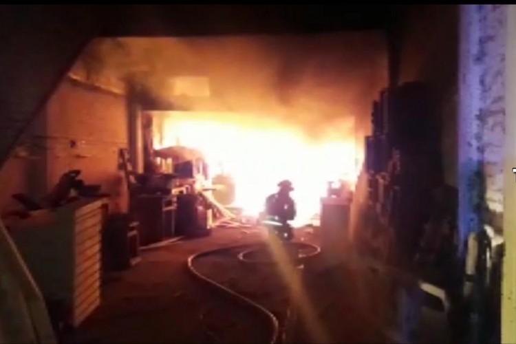 El incendio de una carpintería en Tigre causó alarma entre los vecinos