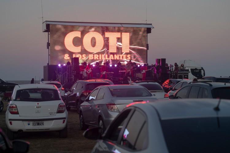 San Isidro habilitó el primer autoconcierto del país con un show de Coti