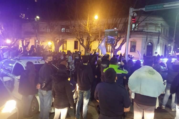 Policías Bonaerenses protestan en la Jefatura Departamental de Tigre