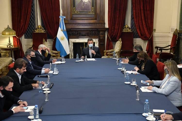 Sergio Massa alcanzó un acuerdo con los bloques parlamentarios para las sesiones de Diputados