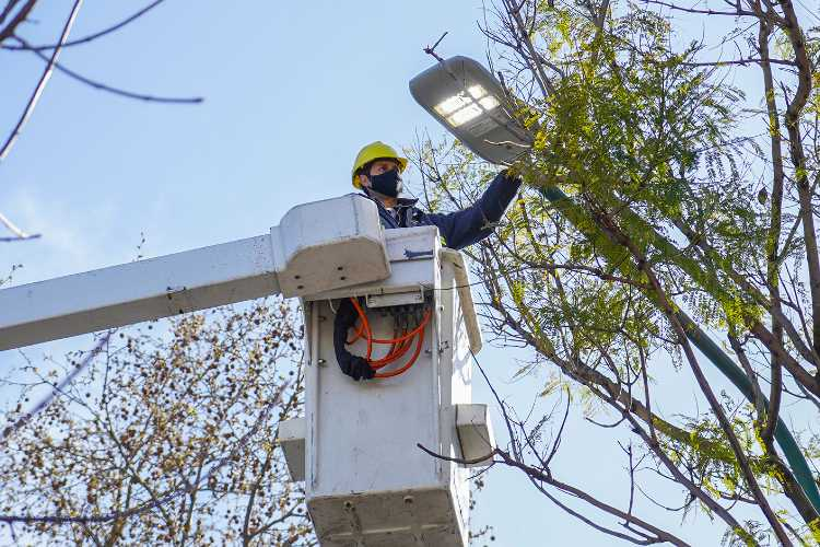 Vicente López ya reparó más de 40 mil luminarias
