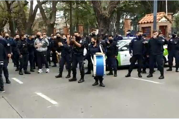 Con una protesta en la Quinta de Olivos continúan los reclamos de policías bonaerenses