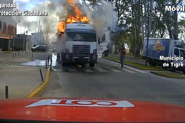 Tigre: Controlan el incendio de un camión en Ricardo Rojas
